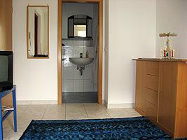 wohnen in der sprachpension g stezimmer ferienwohnung details anreise. Black Bedroom Furniture Sets. Home Design Ideas